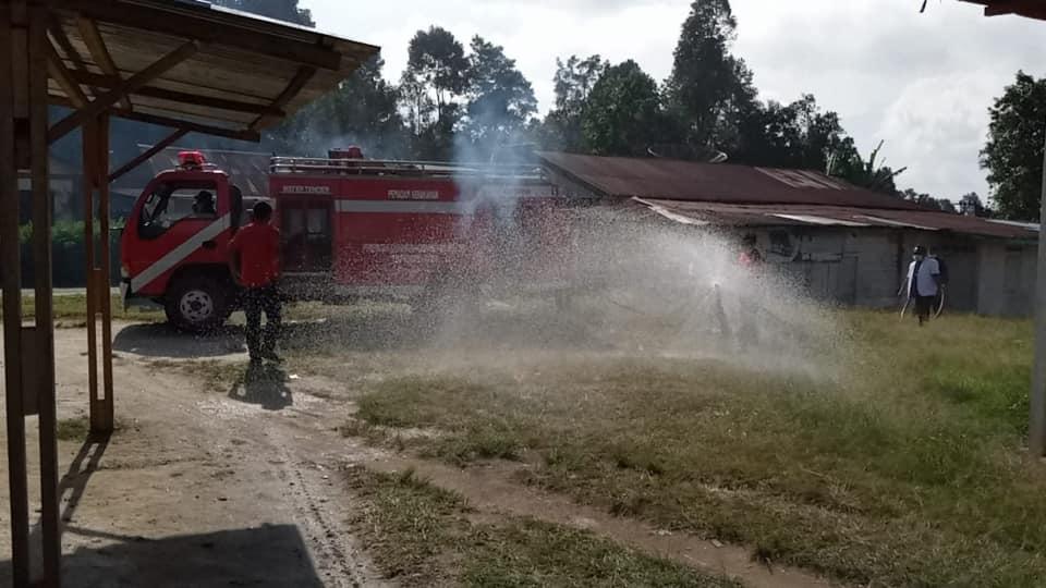 Penyemprotan Disinfektan di Kecamatan Paranginan