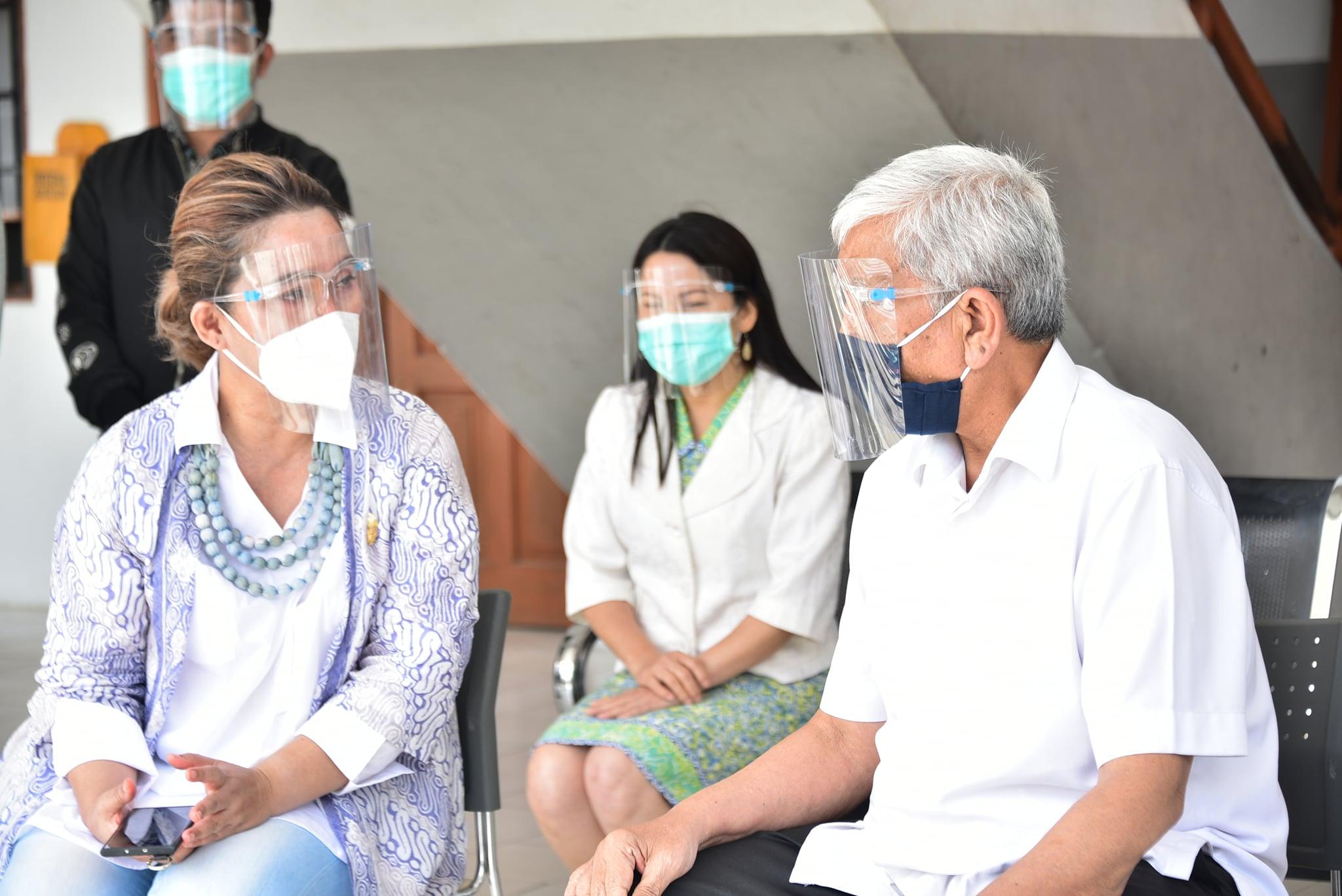Wakil Bupati Humbang Hasundutan Ikut Swab PCR di RSUD Doloksanggul