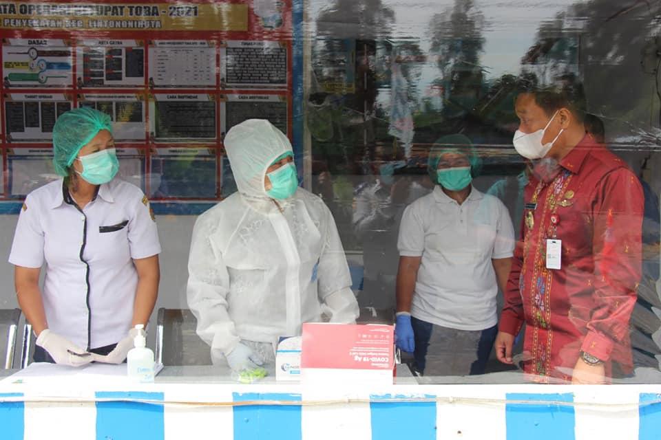 Wakil Bupati Humbang Hasundutan Tinjau Pos Penyekatan di Lintongnihuta dan Paranginan