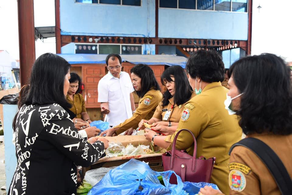 Bupati Humbang Hasundutan Dosmar Banjarnahor, S.E Pimpin Rapat Terbuka Kesiapan Dapur Umum Penyiapan Wedang Jahe