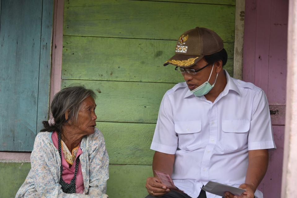 Bupati Humbahas bersama Forkopimda Serahkan BLT kepada Masyarakat Terdampak Covid-19 di Kecamatan Sijamapolang