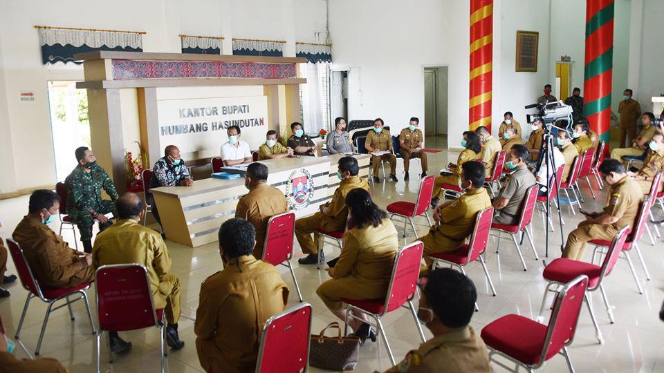 Forkopimda Tandatangani Kesepakatan Bersama Pemberian Bantuan Sosial Tunai dalam Rangka Penanganan Dampak Covid19 di Kabupaten Humbang Hasundutan