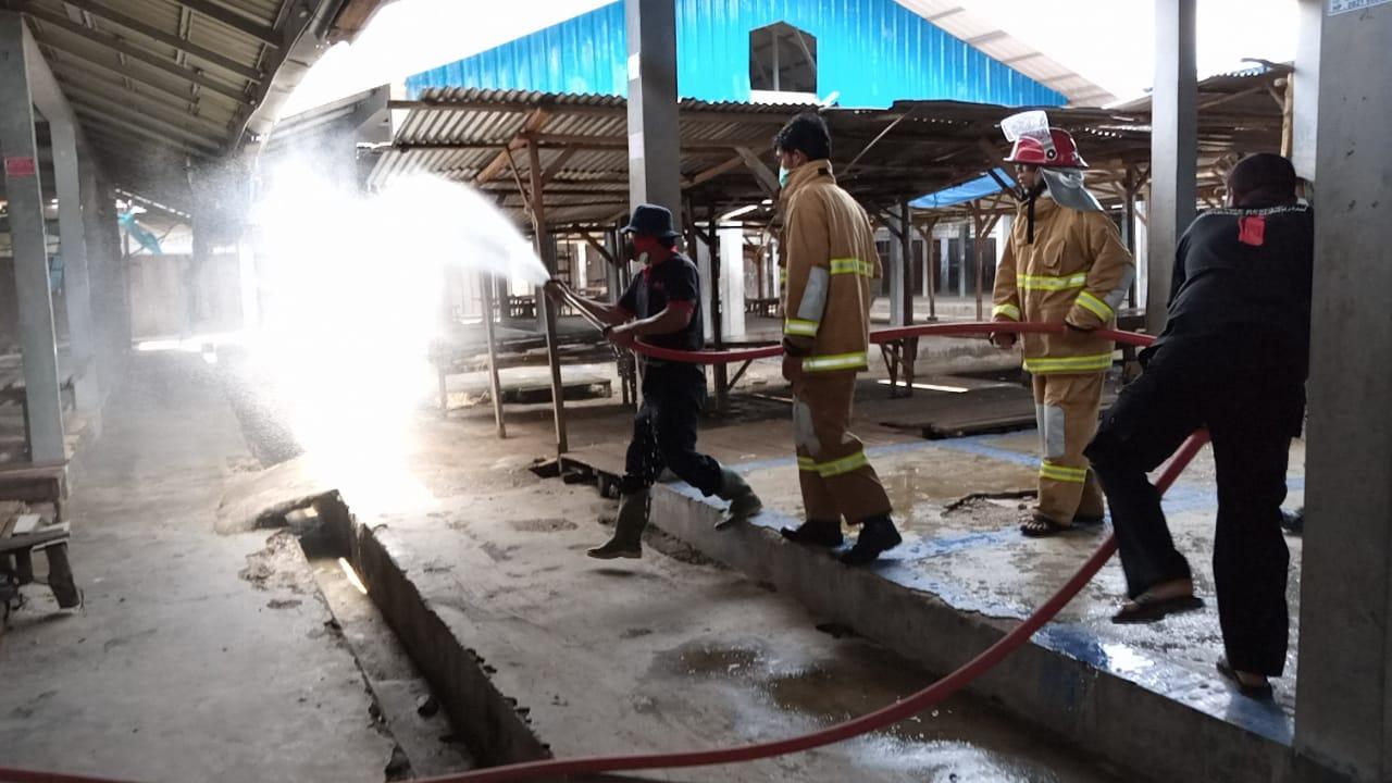 Penyemprotan Disinfektan di Kecamatan Pakkat