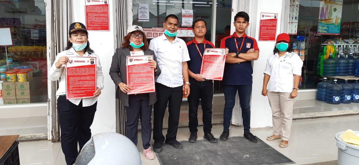 Tim Satgas Pangan Humbang Hasundutan (Humbahas) Memberikan Himbauan Kepada Pedagang dan Masyarakat dan Memasang Stiker Himbauan