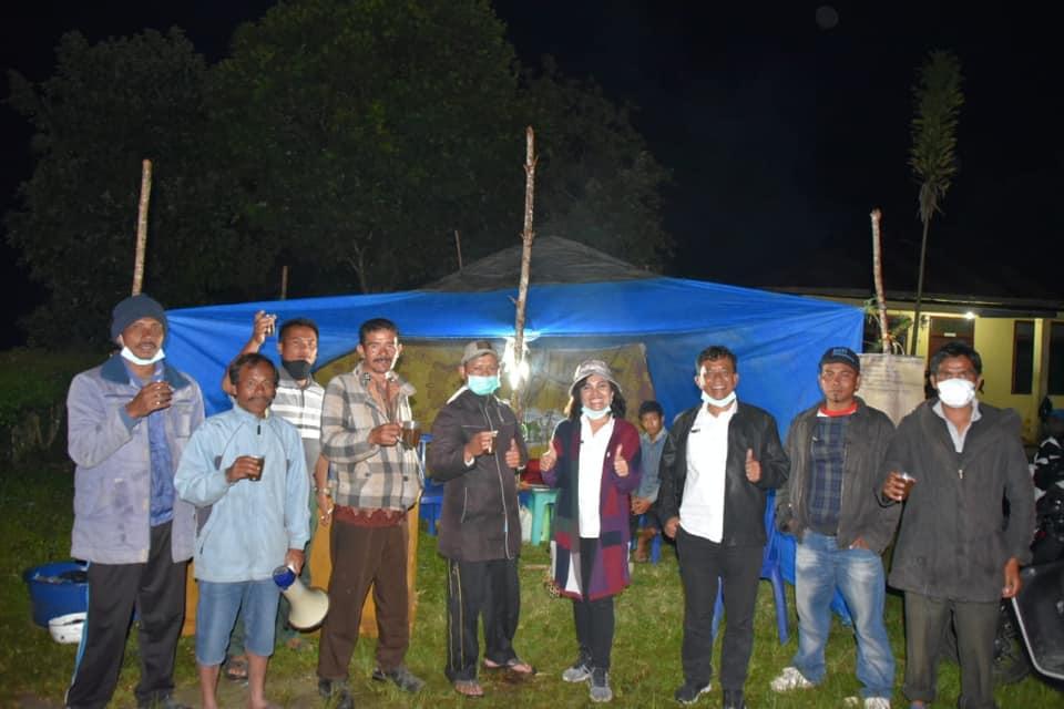 Monitoring Posko Bahal Imbalo, Kec. Paranginan dan Posko perbatasan Sijuguk, Kec. Lintongnihuta sekaligus membagikan wedang jahe bagi para petugas penjaga posko